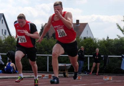 Mario Nadler (links) und Michael Hiob lieferten sich ein spannendes Duell über 100 Meter der Männer. Foto: nh