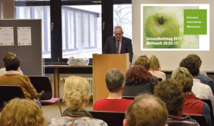 Jürgen Kaufmann informiert auf dem Gesundheitstag. Foto: nh
