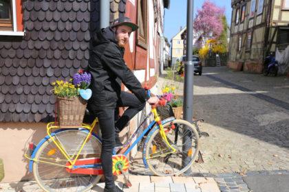 Hephata-Mitarbeiter Tom Nestler freut sich über Spenden für die Fahrradwerkstatt. Foto: nh