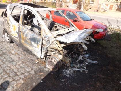 Die ausgebrannte Mercedes A-Klasse. Foto: Polizeipräsidium Nordhessen/obs
