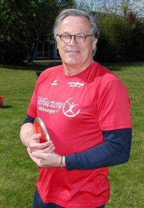 Boris Plfüger, der deutsche Jugendmeister über 110m-HÜrden von 1979 kehrte nach 38 Jahren Wettkampfabstinenz zur Leichtathletik zurück und holte sich im Diskuswerfen souverän den Titel in der M55. Foto: nh