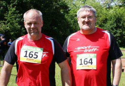 Uwe Krah und Reiner Hilgenberg überzeugten mit guten Leistungen im Kugelstoßen. Foto: nh