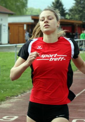 Nele Grenzebach, Schwalm-Eder-Kreismeisterin über 100 Meter, qualifizierte sich nach dem Abitstress für das MT-Staffelteam. Foto: Lothar Schattner
