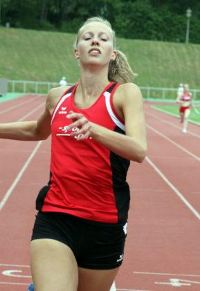 Katharina Wagner setzte sich im 400m-Lauf mit 61,76 Sekunden souverän bei den Frauen durch. Foto: Lothar Schattner
