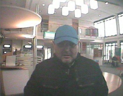Bild des Täters bei Geldabhebung. Foto: Polizeipräsidium Nordhessen/obs