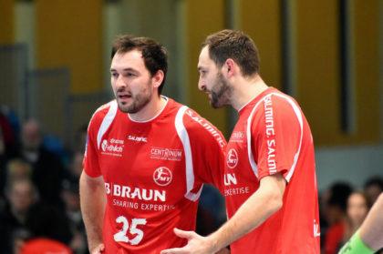 Michael (li.) und Philipp Müller im Hinspiel. Foto: Hartung