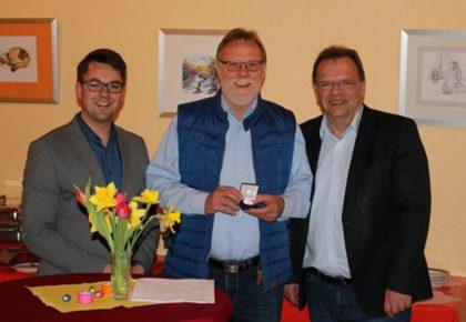 Patrick Gebauer, Detlef Schwierzeck und Landrat Winfried Becker (v.l.). Foto: nh
