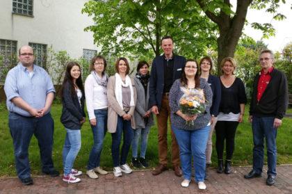 Carolin Ide (vorne), Bürgermeister Heinrich Vesper, Fünfter von rechts. Foto: nh