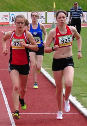 Laura Weigel aus Breidenbach und Lynn Olson liefen zwei Drittel der Strecke fast auf gleicher Höhe. Foto: nh