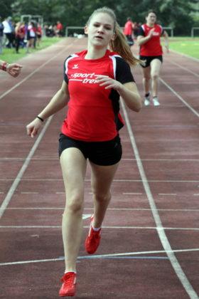 Die 17-jährige Franziska Ebert lief in Baunatal die 200 Meter zum ersten Mal unter 27 Sekunden. Foto: Lothar Schattner