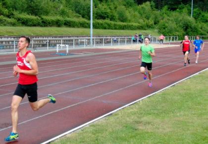 Aaron Werkmeister verbesserte sich als Sieger der U20 auf 4,41 Minuten. Foto: nh