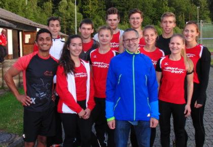 Ein Teil der MT-Sprinter mit Dr. Uwe Holzapfel. Foto: nh