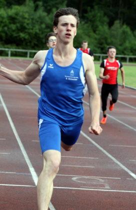 Vorjahres-Schüler Anton Umbach (Treysa) war mit 11,96 Sekunden schnellster Sprinter über 100 Meter. Foto: Lothar Schattner
