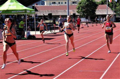 Katharina Wagner, ganz rechts,  machte auf den letzten 50 Metern noch Boden gut und verbesserte sich als Vierte auf 60,29 Sekunden. Foto: nh
