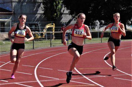 Lynn Olson (Mitte) beeindruckte mit einem couragierten 400-Meter-Rennen. Foto: nh