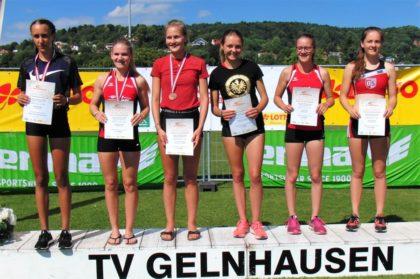 Zwei Jugendliche aus Melsungen standen bei der Siegerehrung über 400 Meter der U18 auf dem Podest. Foto: nh
