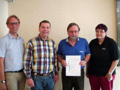 Boris Krüger (DLH-Kreisvorsitzender Kassel), Andreas Göbel (DLH-Kreisvorsitzender Schwalm-Eder), Götz Bucholz (Geehrter) und Edit Krippner-Grimme (DLH-Landesvorsitzende Hessen) (v.l.). Foto: nh