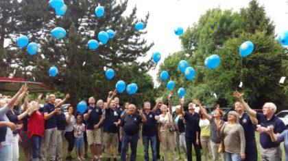 Aufstieg der Lions-Luftballons mit den Grußkärtchen. Foto: Gert Wenderoth