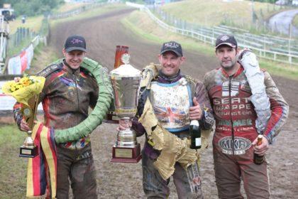 Siegerehrung beim Bergringpokal, von links: Dirk Fabriek, Paul Cooper und Manfred Knappe. Foto: Daniel Sievers