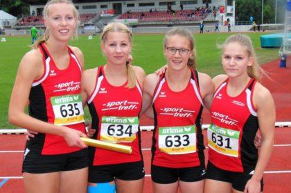 Katharina Wagner, Rabea Pöppe, Lynn Olson und Franziska Ebert wollten den Kreisrekord über 4x400m erneut verbessern. Aber gesundheitliche Probleme ließen dieses Vorhaben scheitern. Foto: nh