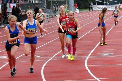 Katharina Wagner lief ein starkes 400m-Rennen und reichte nach 59,0 Sekunden den Stab fast zeitgleich mit Svenja Sommer (Groß-Gerau) an Rabea Pöppe weiter. Foto: nh