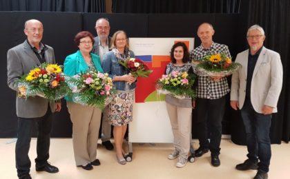 Wolf Wille, Renate Krischak, Personalrat Karl Schäfer, Iris Evers, Wiltrud Heckl, Klaus Rinn und Schulleiter Karl-Werner Reinbold (v.l.). Foto: nh