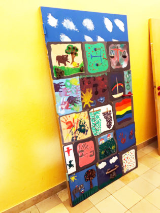 An der Melanchthon-Schule gestalteten die Schüler eine alte Tür künstlerisch zum Thema Gerechtigkeit. Foto: nh