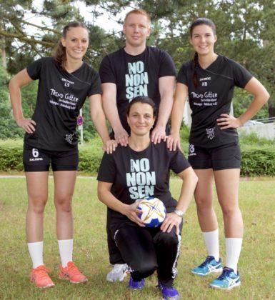 Kirchhofs Trainer martin Denk hat Laura Sauerwald, Kirsten Bänfer und Betreuerin Daniela Lucas an seiner Seite. Foto: SG 09 Kirchhof