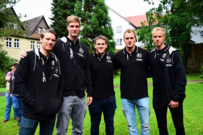 Die Neuzugänge standen bei der Teamvorstellung natürlich besonders im Fokus: Tobias Reichmann, Finn Lemke, Julius Kühn, Nebojsa Simic und Lasse Mikkelsen (v.l.). Foto: Hartung