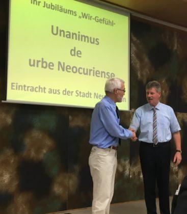 Bürgermeister Olbrich mit dem Referenten Dr. Walter Weishaar (links). Foto: nh
