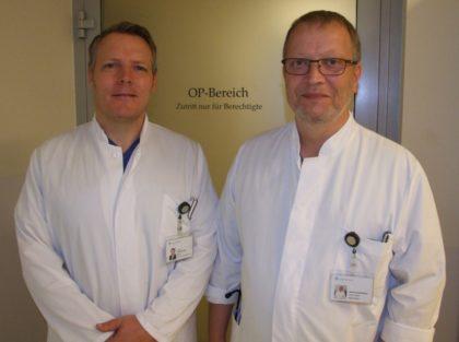 Neu im Team des Asklepios Klinikums Schwalmstadt: Stephan Brandtstaetter (rechts) gilt als Experte auf dem Gebiet der minimalinvasiven Chirurgie. Links neben ihm: Dr. Felix Meuschke, Chefarzt der Klinik für Allgemein- und Viszeralchirurgie. Foto: Klein