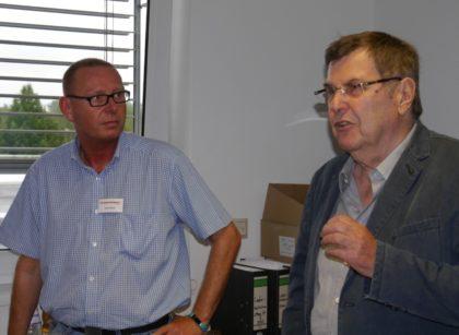 Seit 2001 am Standort Borken: der Nordhessische Baustoffmarkt. Geschäftsführer Hans-Joachim Wagner (rechts) leitet die insgesamt sieben Standorte. Vor Ort ist Guido Wallraff einer der zwei Marktleiter und führt die 37 Mitarbeiter am Ort. Foto: nh