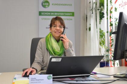 Kundenberaterin Claudia Ditter-Riegelmann im EAM-Servicebüro in Schwalmstadt. Foto: nh