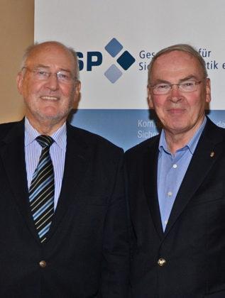 Prof. Dr. Elmar Wiesendahl (Geschäftsführer der Agentur für Politische Strategie (APOS)) und Reinhold Hocke (Gesellschaft für Sicherheitspolitik e.V.). Foto: nh