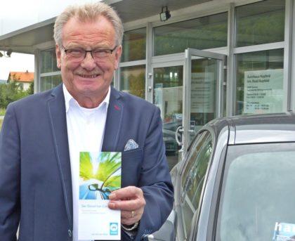 Obermeister Rudi Hupfeld und die Fachbetriebe der Innung des Kraftfahrzeug-Handwerks Melsungen stehen in Sachen Diesel ihren Kunden Rede und Antwort. Foto: Wolfgang Scholz