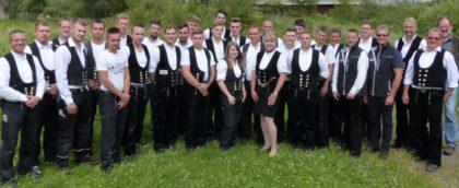 Lob und Anerkennung für die neuen Dachdecker aus Nordhessen. Foto: Kreishandwerkerschaft Schwalm-Eder