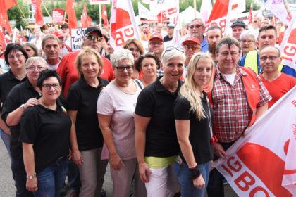 Beschäftigte der B. Braun Melsungen AG auf der DGB-Rentendemo in Kassel. Foto: nh