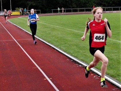 Pia Gille holte sich mit neuer 800-Meter-Bestzeit den ersten 800-Meter-Sieg in der W12. Foto: nh