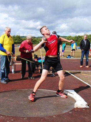 Jan Gille verbesserte sich im Kugelstoßen auf 11,62 Meter. Foto: nh