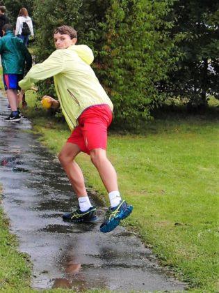 Julian Engler sicherte sich im Ballwerfen mit 50 Metern den ersten Platz und holte 8 Punkte für sein Team. Foto: nh
