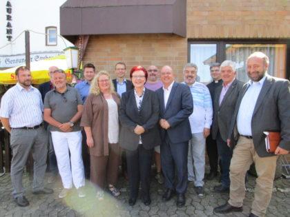 Heidemarie Wieczorek-Zeul und Dr. Edgar Franke inmitten von Religions- und SPD-Vertretern. Foto: nh