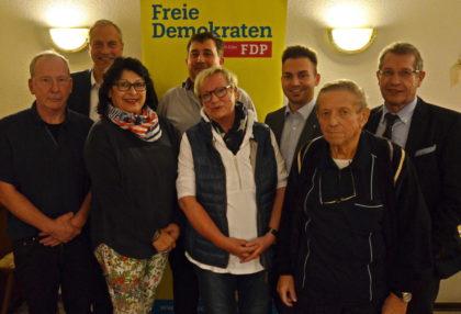 Dr. Hubert Schaake, Thomas Schopf, Margarete Rippel, Michael Maaß, Helio Zimmermann, Tobias Jäger, Klaus Mücke und Werner Rippel (v.l.). Foto: Reinhold Hocke