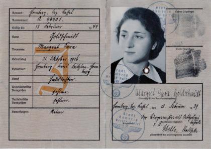"""""""Judenpass"""" der ehemaligen jüdischen AVS-Schülerin Margret Goldschmidt, verheiratete Grundmann (1916 bis 2014), die sich 1939 nach England in Sicherheit bringen konnte. Quelle: Archiv Thomas Schattner"""