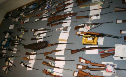 Im Rahmen der Waffenamnestie 2009 abgegebene Waffen. Foto: Polizeipräsidium Nordhessen/obs