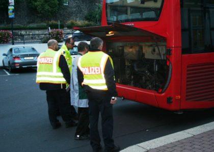 Kontrolle eines Busses in Homberg. Foto: Polizeipräsididum Nordhessen/obs