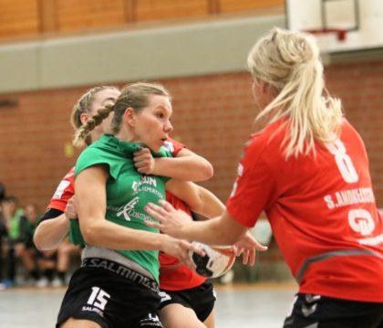 Großer Kampf und tolle Werbung für den Frauenhandball. Foto: Detlev Keller