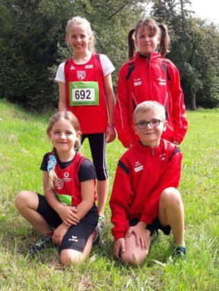 Hinten: Leonie Harle und Celina Ide. Vorne: Greta Umbach und Luca Webrink. Foto: S. Wehbrink