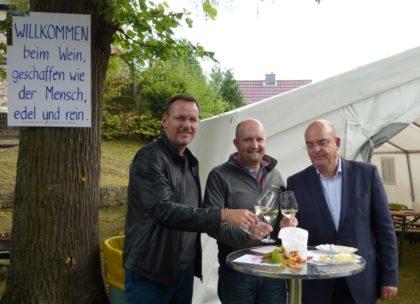 Melsungens Bürgermeister Markus Boucsein, SPD-Ortsvereinsvorsitzender Jan Rauschenberg und MdB Dr. Edgar Franke (v.l.). Foto: nh