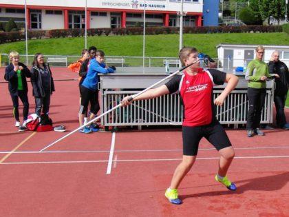 Mit 28,50 Meter überzeugte der Zwölfjährige auch im Speerwerfen. Foto: nh