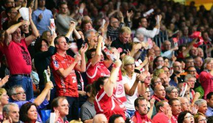 Fans der MT Melsungen auf der Tribüne. Foto: Heinz Hartung